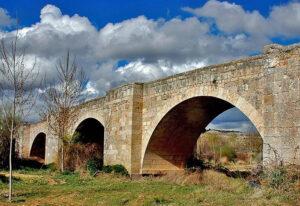 Puente medieval en Langa de Duero