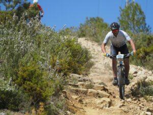ciclista en una montaña