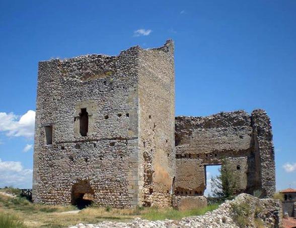 Castillo de Calatañazor Fortificaciones y Monumentos