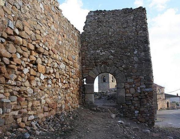castillo de Perionel del Campo Monumentos y Fortificaciones